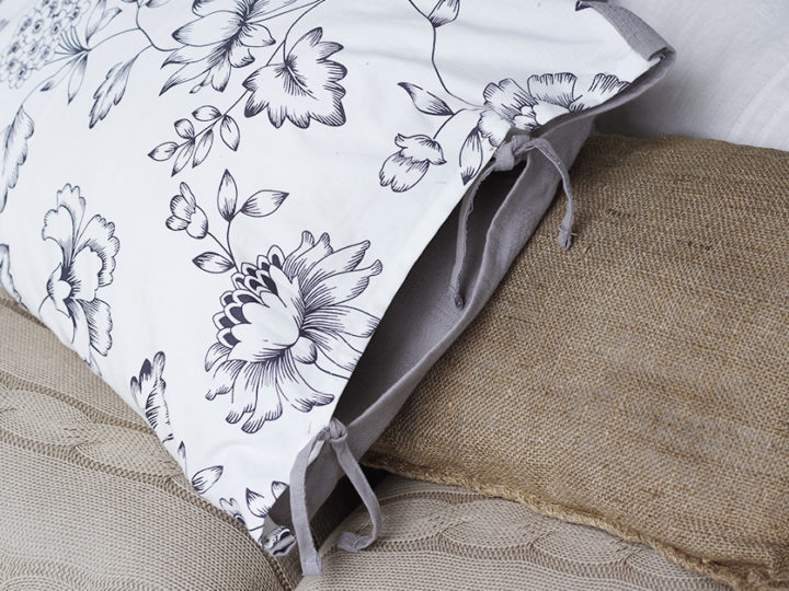 DIY: Pillow made from kitchen towels